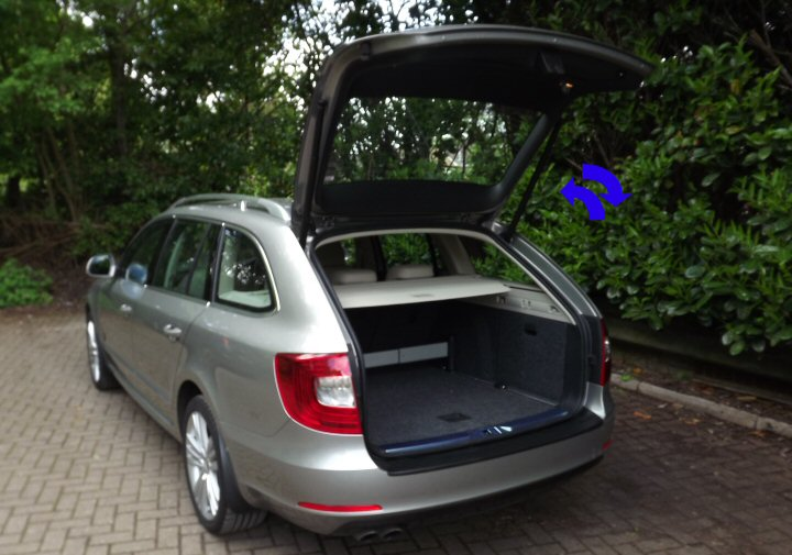 electronic tailgate skoda superb 3t 2008 2015 supply fit. Black Bedroom Furniture Sets. Home Design Ideas